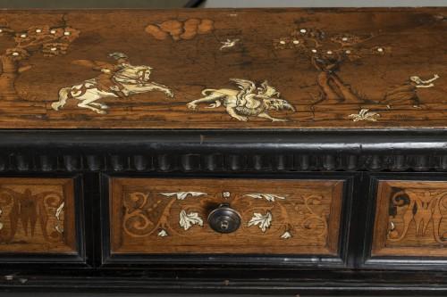 17th century - Walnut wood God-Prayer and ivory inlays - Northern Italy - 17th century