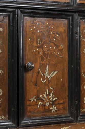 - Walnut wood God-Prayer and ivory inlays - Northern Italy - 17th century