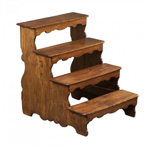 Italian library step ladder in poplar - Second half of the 17th century