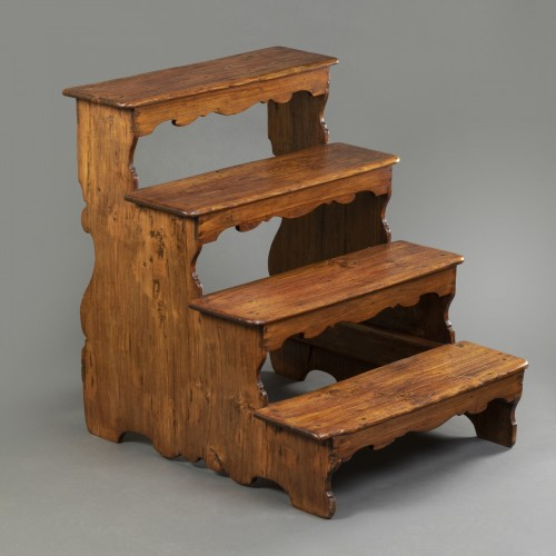 Italian library step ladder in poplar - Second half of the 17th century - Furniture Style
