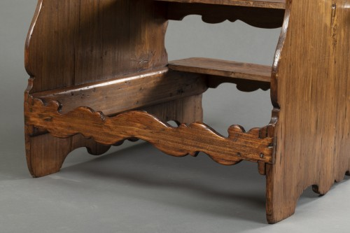 Furniture  - Italian library step ladder in poplar - Second half of the 17th century