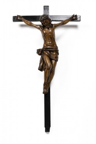 Crucifix made of walnut and poplar wood - Southern Italy - early 17th centu