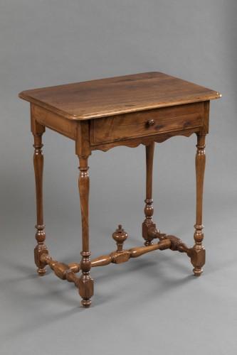 Small Burgundian table in walnut - Louis XIII  - Furniture Style Louis XIII
