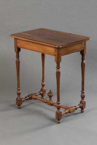 Small Burgundian table in walnut - Louis XIII  -