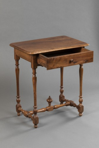 17th century - Small Burgundian table in walnut - Louis XIII