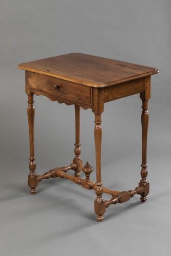 Small Burgundian table in walnut - Louis XIII  - Louis XIII
