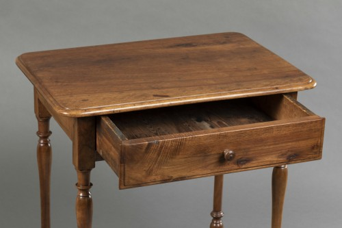 Antiquités - Small Burgundian table in walnut - Louis XIII