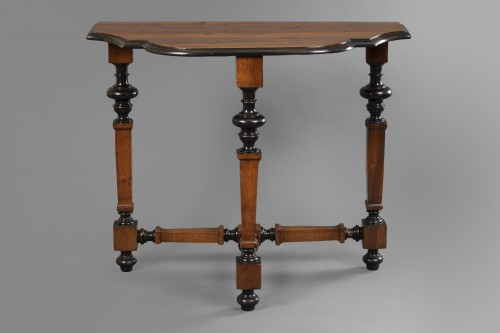 Table in walnut wood - North of Italy - Second half of the 17th century - Furniture Style