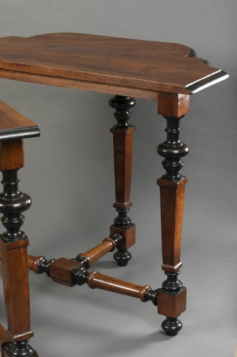 - Table in walnut wood - North of Italy - Second half of the 17th century