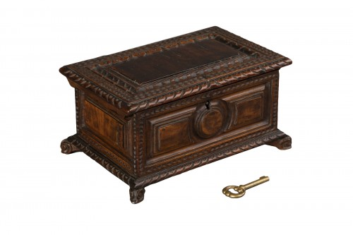 Walnut box set - Italy - 17th century