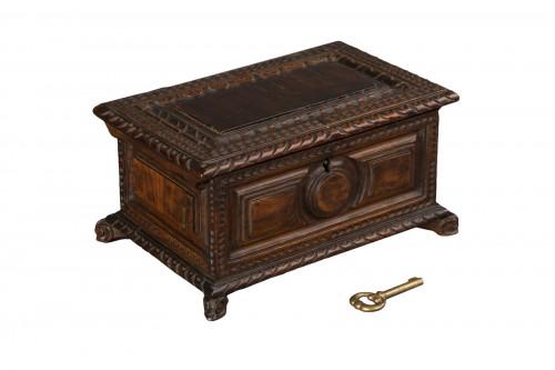 Walnut box set - Italy - 17th century