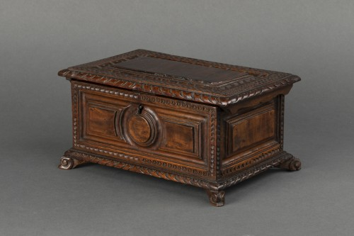 Walnut box set - Italy - 17th century   - Objects of Vertu Style
