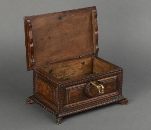 Antiquités - Walnut box set - Italy - 17th century
