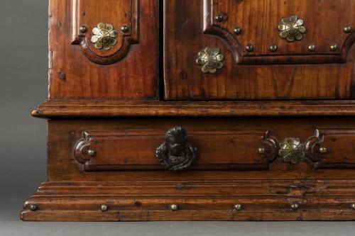 <= 16th century - Bolognese walnut wardrobe - late 16th century