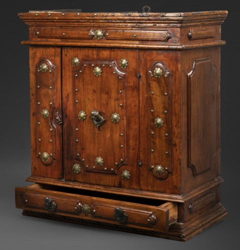 Antiquités - Bolognese walnut wardrobe - late 16th century