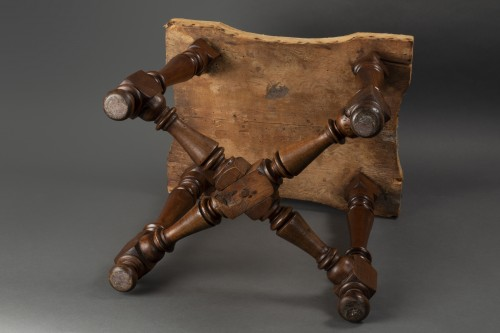Pair of walnut stools - Northern Italy - second half of the 17th century - Seating Style