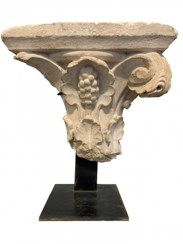 Vegetable-decorated capital - France - 14th century