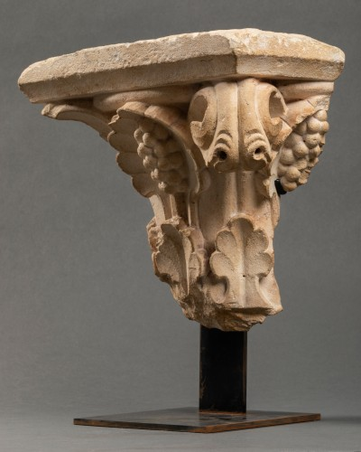 11th to 15th century - Vegetable-decorated capital - France - 14th century