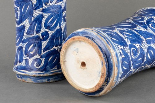 Porcelain & Faience  - Pair of albarelli - Catalonia - 17th century