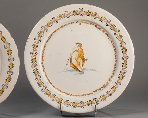 """Two dishes """"a compendiario"""" - Castelli - 17th century - Porcelain & Faience Style"""