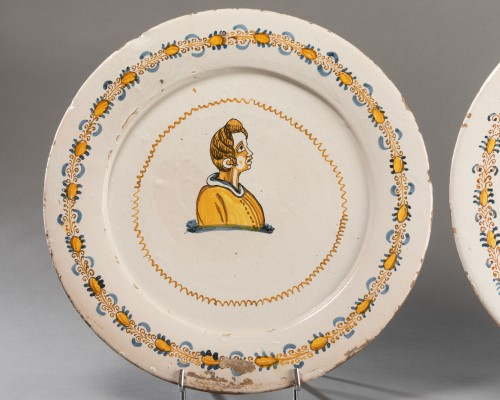 """Porcelain & Faience  - Two dishes """"a compendiario"""" - Castelli - 17th century"""
