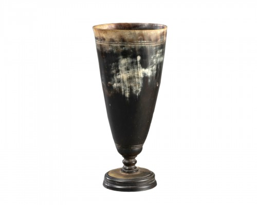 Cup on stand in horn - Germany circa 1700