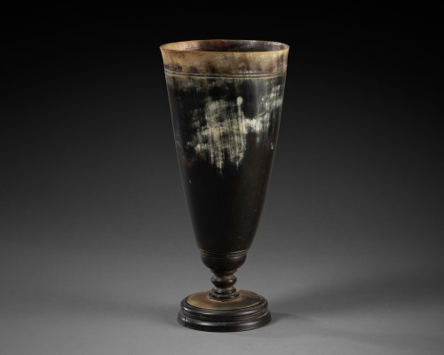 Cup on stand in horn - Germany circa 1700 -