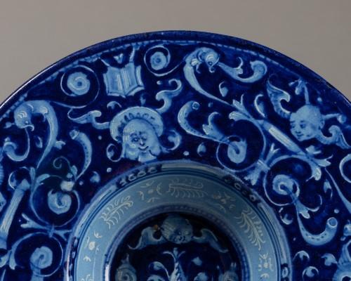 "Porcelain & Faience  - ""Berettino"" rod - Faenza - 1540-1550"