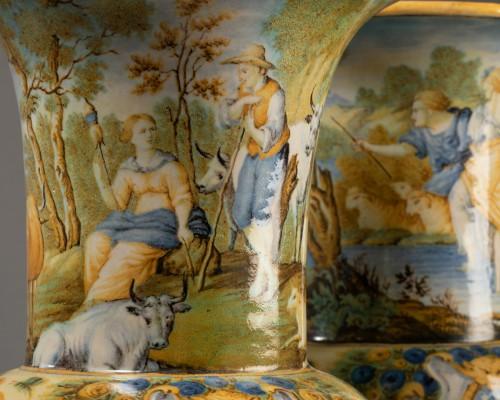 Antiquités - Pair of Medicis vases - Siena early 18th century