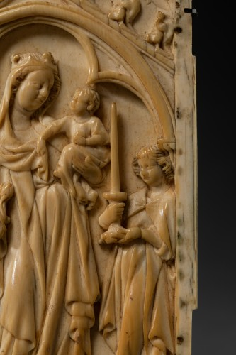 Left sheet of a diptych  in Ivory - France - circa 1340 -