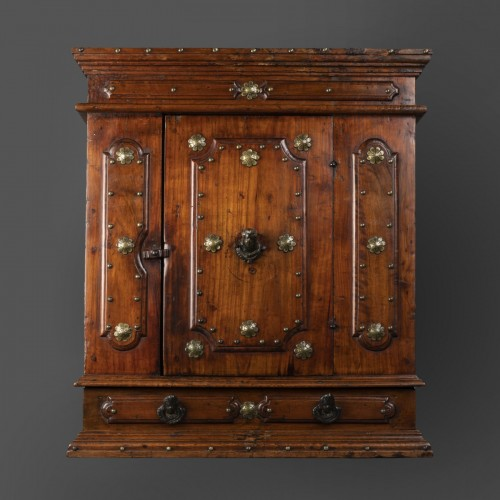 Antiquités - Bolognese walnut wardrobe - late 16th century