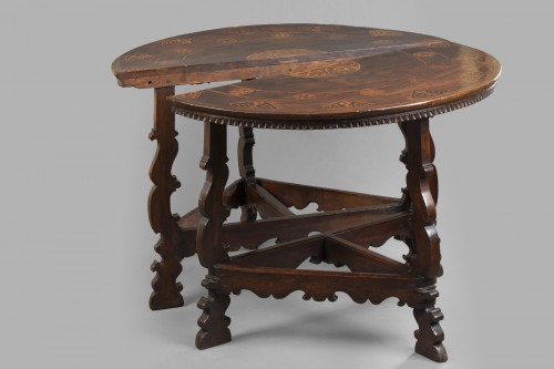 Antiquités - Table with the Torriani family's coat of arms - Lombardy - 17th century