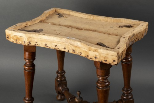 Seating  - Pair of walnut stools - Northern Italy - second half of the 17th century