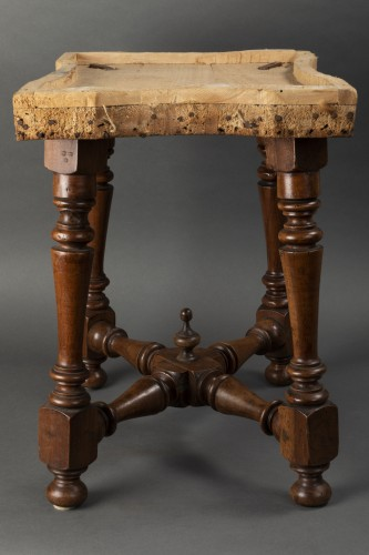 17th century - Pair of walnut stools - Northern Italy - second half of the 17th century
