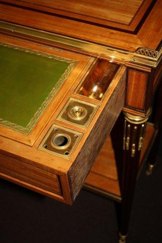 A Louis XVI table à ecrire -