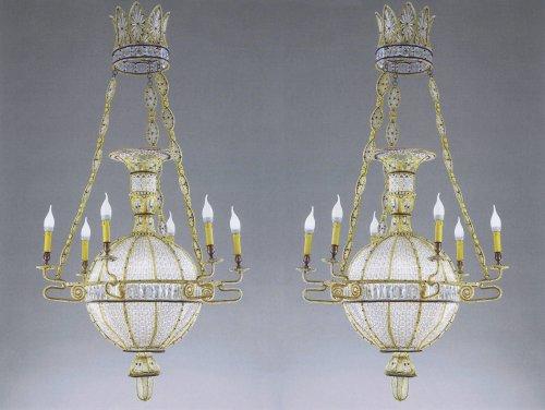 """Exceptional pair of """"à la montgolfière"""" chandeliers"""