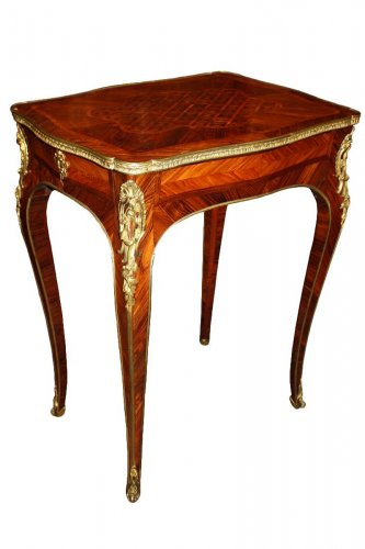 Table de Salon used by Louis XV at château de Compiègne