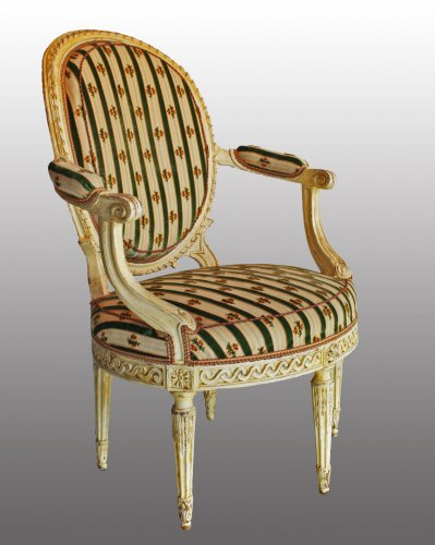 "A pair of Louis XVI ""en cabriolet"" Armchairs - Seating Style Louis XVI"