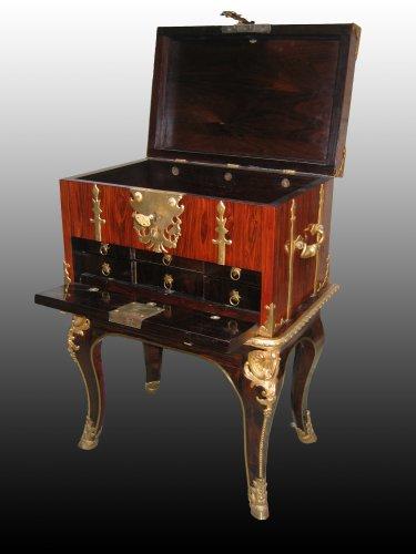 """A Louis XIV Box """"de changeur"""" on its stand - Furniture Style Louis XIV"""