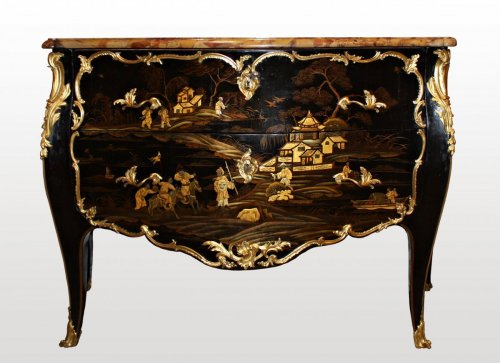 Antiquités - A Louis XV ormolu-mounted  Vernis Européen Commode stamped by Louis Foureau