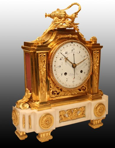 A Louis XVI ormolu and marble Mantel  Clock by Le Cœur à Paris - Clocks Style Louis XVI