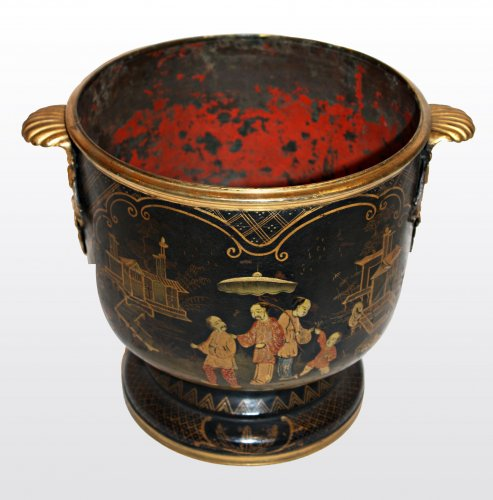 18th century - A pair of gilt japanned  tole Wine Coolers