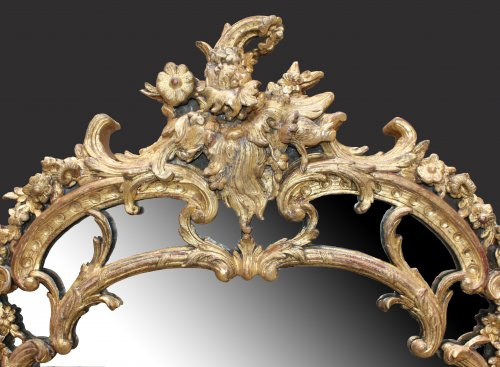 "18th century - A Regence giltwood Mirror ""à Parecloses"""