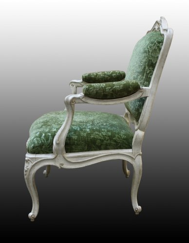 Seating  - A set of four Louis XV Fauteuils à la Reine