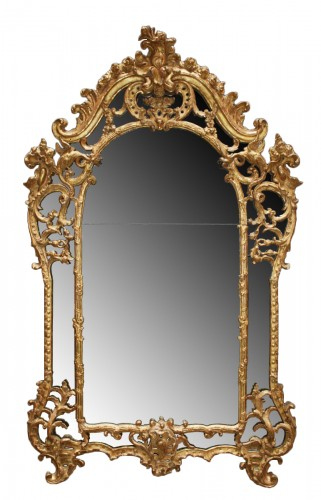 "A fine carved and giltwood  Mirror ""à parecloses"""