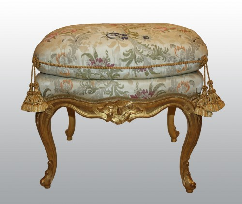 A pair of Louis XV giltwood stools Mid-18th Century - Seating Style Louis XV