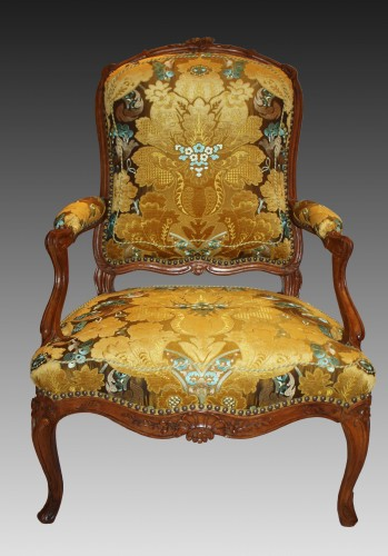 A pair of large Louis XV violin-shaped natural and carved-wood Fauteuils -