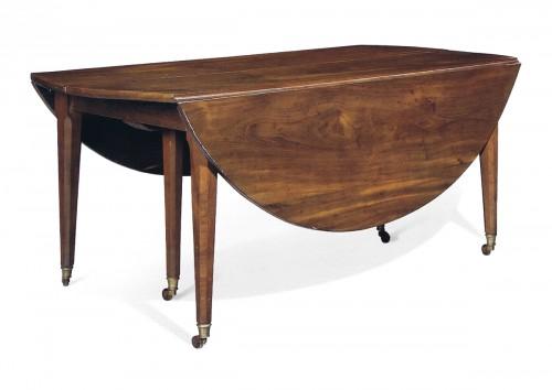 Table de salle à manger à allonges epoque louis xvi