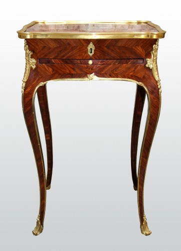 A Louis XV Table en Chiffonnière -