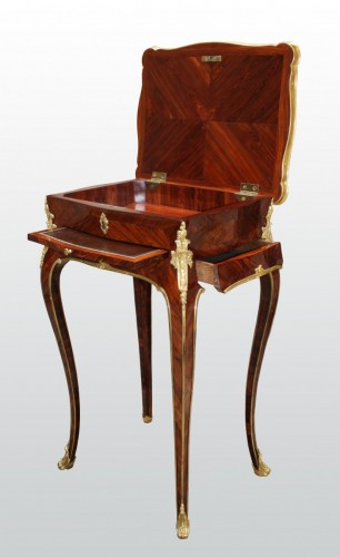 18th century - A Louis XV Table en Chiffonnière